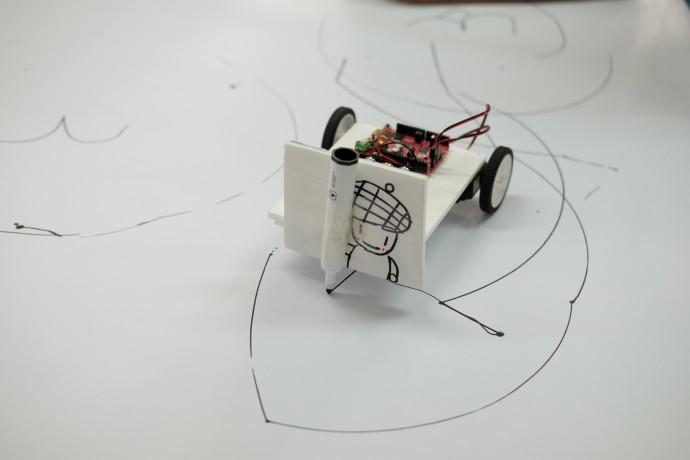 학생들이 직접 디자인 한 그림 그리는 로봇. - 염지현 제공