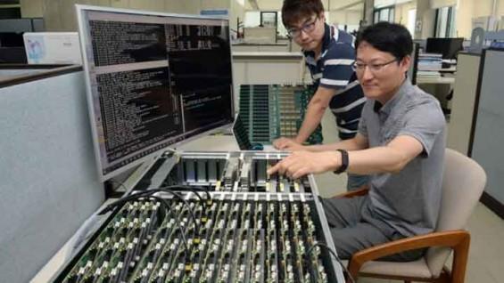 인터넷 핵심장비 '서버' 컴퓨터 10분의 1 크기로 줄였다