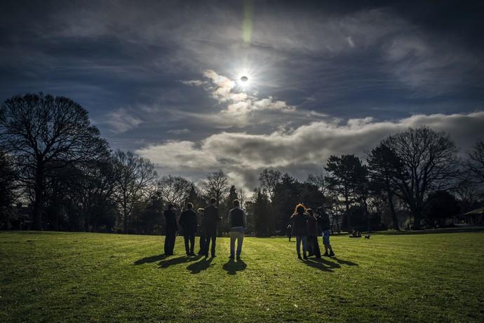 21일 오전 10시 16분(현지 시간) 미국 대륙을 관통하는 지상 최대의 우주쇼가 펼쳐진다. 개기일식이 미국 위를 지나가는 건 99년 만의 일. 과학자들은 달이 태양의 광구를 가린 뒤 모습을 드러내는 태양의 대기층 '코로나'를 연구하기 위해 미국으로 몰려가고 있다. - NASA 제공