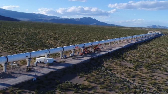 하이퍼루프 원이 네바다 사막에 설치해 시스템 테스트를 성공한 500미터 길이의 하이퍼루프