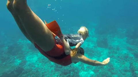3살 아기가 잠수 장비 없이 다이빙