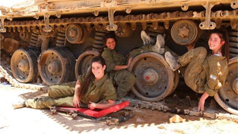 '탱크 부대 여군들' 인기
