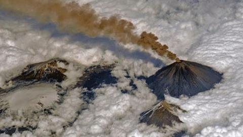 러시아 우주인이 찍은 '화산 폭발 사진'