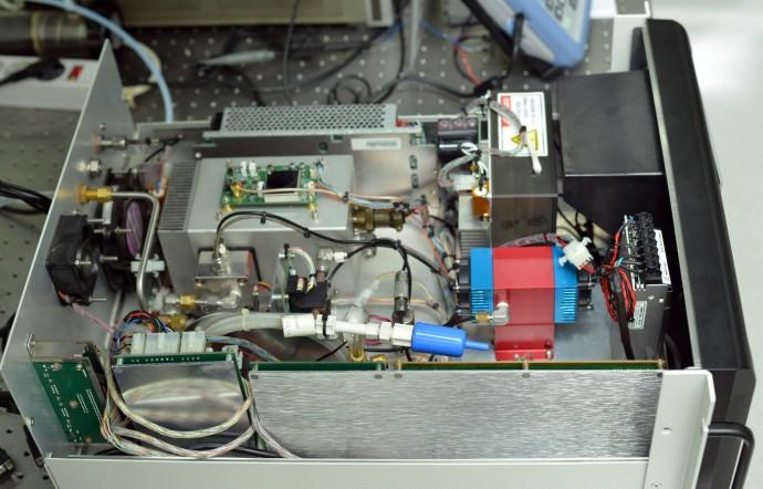연구진이 개발한 광분해 이산화질소 측정기 실물 사진. - 한국표준과학연구원 제공