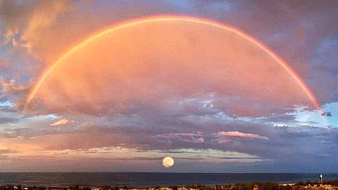 수평선과 무지개와 달, 미국에서 포착