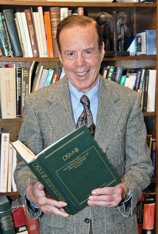 로버트 스피처. 그는 DSM-II에서 삭제하는데, 가장 중요한 역할을 한 인물이다. 스피처는 DSM-III의 편집위원장이 되었는데, 물론 DSM-III에는 동성애가 처음부터 들어가지 않았다. - Columbia University 제공