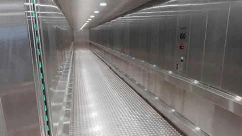 덴마크의 초대형 엘리베이터 '화제'