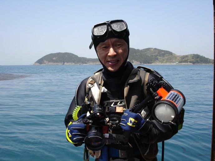 """명정구 해양과학기술원 책임연구원은 40년 동안 바닷속을 직접 관찰하며 연구한 과학자다. 그는 """"정년퇴직 나이인 65세까지는 직접 바다에 들어가면서 연구를 해 나갈 것""""이라고 밝혔다. - 명정구 연구원 제공"""