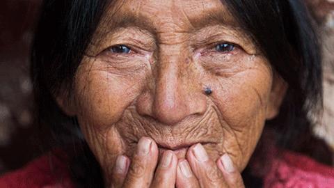 과테말라와 이란의 아름다운 할머니들