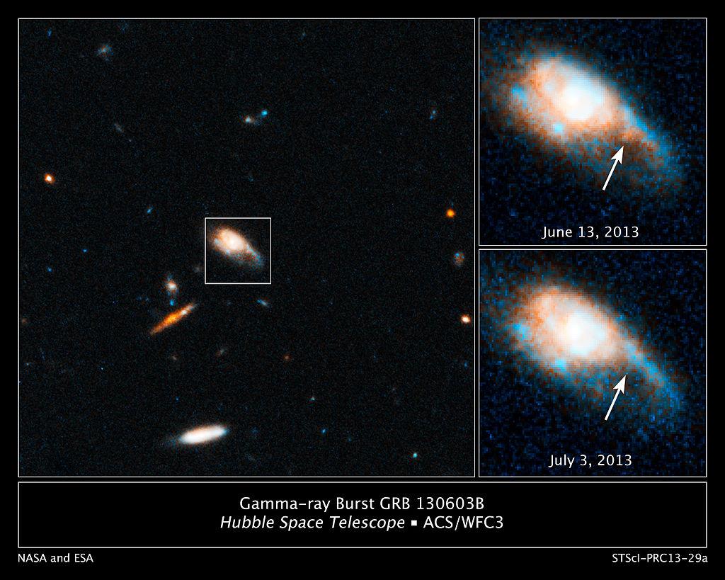 허블우주망원경으로 두 중성자별의 충돌 현상을 관측했다. 화살표 부분에서 강력한 에너지 분출 현상(킬로노바)이 보인다(2013년 6월에 촬영).