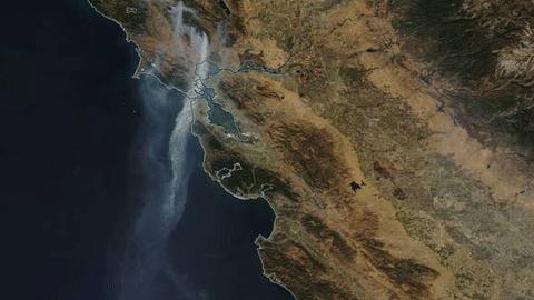 우주사진, 800km 미국 산불 연기
