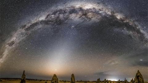 호주 사막 공원의 찬란한 밤하늘