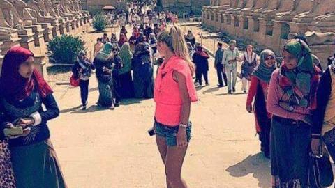 여성들의 옷차림, 문화 충격의 현장