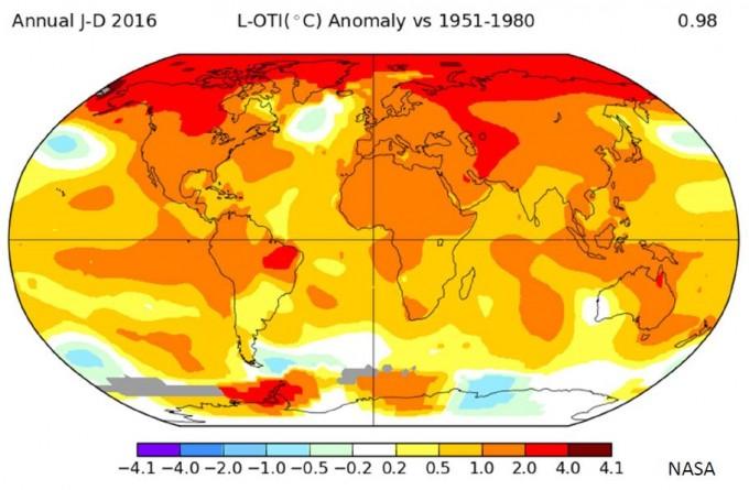 미국항공우주국(NASA)이 관측 사상 가장 뜨거운 해로 기록된 2016년의 전 세계 지역별 평균 표면온도를 1951~1980년대 평균과 비교한 그래픽. 붉은색이 진할수록 온도가 더 높아진 것을 의미하고, 흰색에 가까울수록 온도가 더 낮아진 것을 의미한다. 기후변화는 지구를 뜨겁게 데울 뿐만 아니라 차갑게 냉각시키기도 한다. - NASA 제공