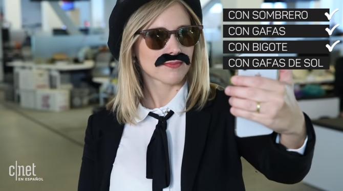 모자, 안경, 콧수염까지 아이폰X의 잠금 해제에 성공했습니다. 그러나 선글라스를 착용하자 잠금이 풀리지 않았습니다. - https://www.youtube.com/watch?v=caiRhsOcM2A 제공