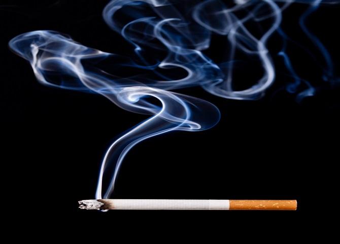 담배연기에 있는 1급발암물질 타르가 전자담배 연기에는 없다. 이때문에 전자담배가 덜해롭다는 인식이 담배애호가 사이에 자리잡고 있다. - GIB 제공