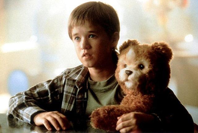 '에이아이'에서 로봇 소년 데이빗과 공감하는 것으로 등장하는 애완로봇 테디