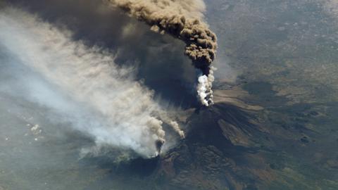 인도네시아, 아궁 화산 분출로 경보 단계 최상급으로 올려