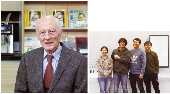 """막스플랑크 복잡계 물리연구소장을 지낸 피터 풀데 박사(왼쪽/IBS제공)슈투트가르트 막스플랑크 연구소에서 연구원으로 있는 한인과학자들. 손광효 박사(오른쪽에서 두 번째/최지원 제공)는 """"협업 연구는 막스플랑크연구소의 문화""""라고 말했다"""