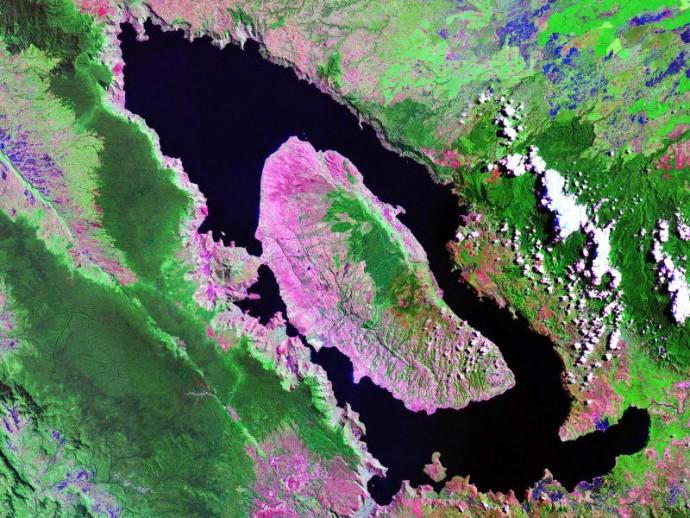토바 호 위성사진 - NASA 제공