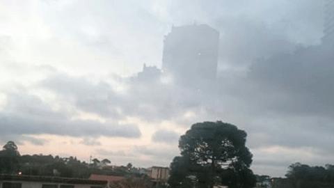 하늘에 나타난 거대 빌딩
