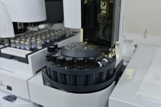 한국과학기술연구원(KIST) 도핑컨트롤센터(DCC)에서 보관 중인 혈액, 소변 등 시료. 뚜껑은 특수 장비로 완전히 파쇄해야만 열 수 있도록 잠겨 있다. - 한국과학기술연구원 제공