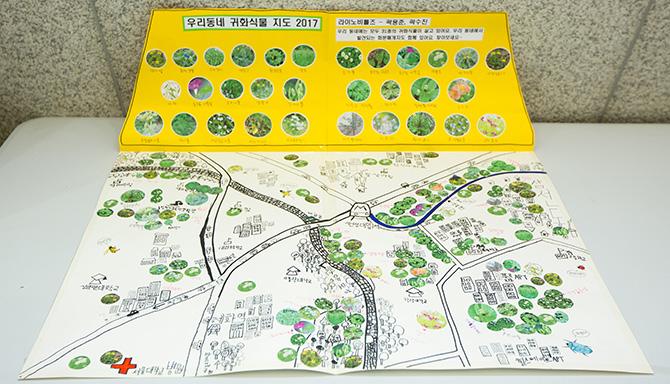 전시장 밖에는 우리동네 귀화식물 지도, 메이커 프로젝트로 만든 '꿀벌 보호기'와 포스터 등이 전시됐다. - 현진(AZA스튜디오) 제공
