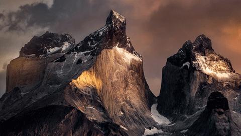 장엄한 칠레의 산봉우리들