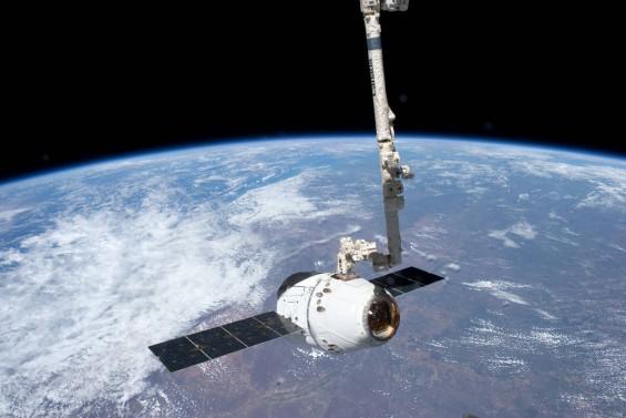 [NASA화보] SpaceX의 우주화물선 드래곤, 3일간의 도킹일지