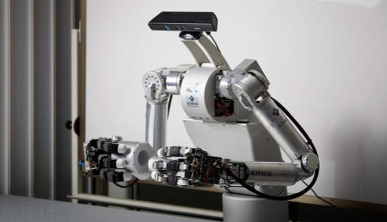 """""""인간과 어깨 맞대고 일한다""""… 산업현장서 '협동로봇' 주목"""