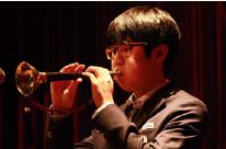 오현창 씨가 한국과학영재학교 재능기부 오케스트라 공연에서 태평소를 불고 있다. 오현창 제공 제공