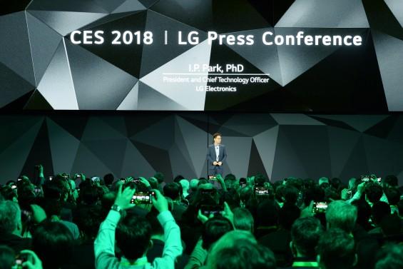 [CES 2018] 삼성, LG,소니... 사람들이 원하는 진짜 스마트 TV는?