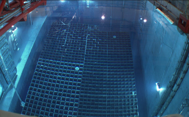 원전 내 사용후핵연료 습식저장소(수조). 현재까지 누적된 사용후핵연료는 1만5000t에 이른다. - 한국수력원자력 제공