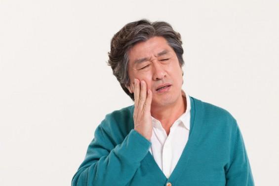 [한파 속 노인 건강 챙겨라③] 추우면 입 돌아가? 겨울철 안면신경마비 위험한 이유