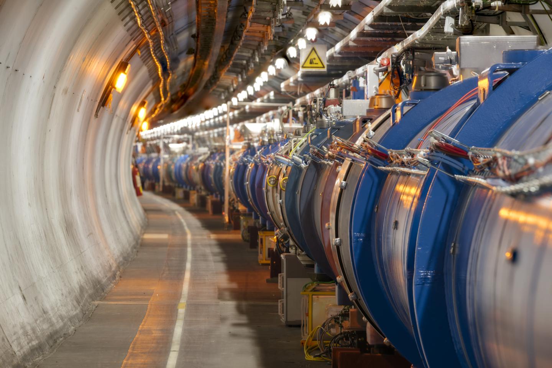 현존 최대 규모의 입자가속기인 거대강입자가속기(LHC)의 내부.