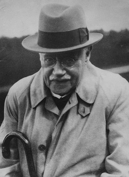 Library of the London School of Economics and Political Science (c1930s). 에드워드 웨스터마크 혹은 에드바르드 베스테르마르크. 그는 '인류 혼인의 역사'라는 책에서 인간은 같이 성장한 이성에게 성적 매력을 느끼지 않는다고 주장했다. 참고로 그는 5세 연상의 누나가 있었다.