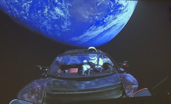 민간 최초 심(深)우주 탐사용 로켓 '팰컨 헤비' 발사 성공…1단 로켓 3기 중 2기 회수