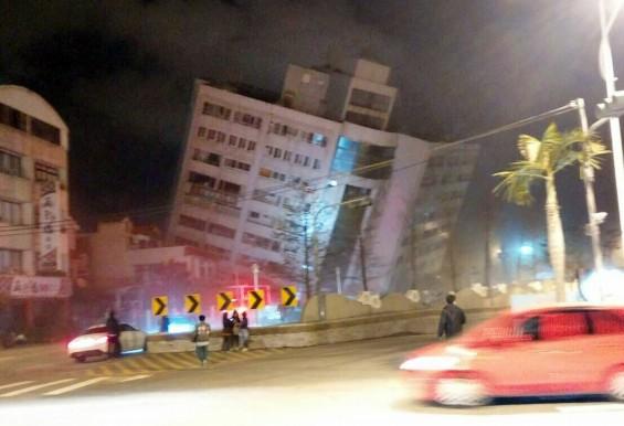 대만 지진에 무너진 호텔, 아래는 '단층대' 있었다