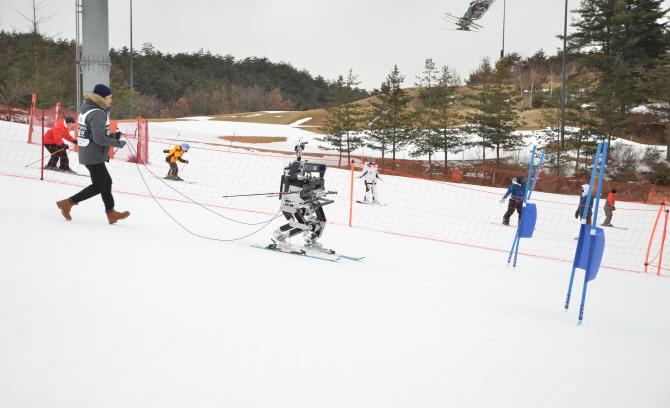 서울과기대 연구진이 개발한 스키로봇 루돌프