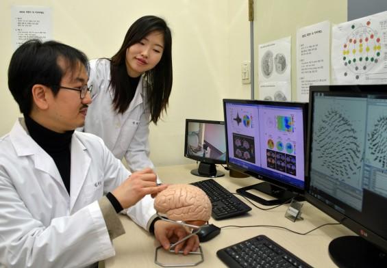 '미지근한' 온도는 뇌 어느 부분이 감지할까?...초정밀 자기장 측정기로 확인