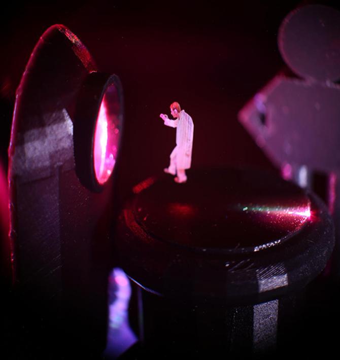 연구팀이 영화 '스타워즈'의 홀로그램을 패러디한 홀로그램 영상. 레이저로 공기 중의 부유입자를 조종하고 거기서 산란된 빛을 이용했다. -Dan Smalley Lab 제공