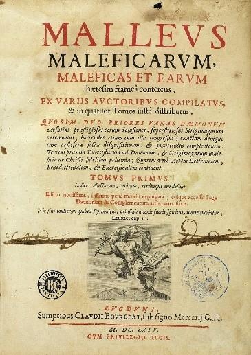 Figure 1 말레우스 말레피카룸 초판 표지. 마녀를 재판하는 방법과 절차를 담은 이 책은 중세 시대에 이례적으로 수십 판을 거듭하며 큰 인기를 끌었다. 그리고 이 책에 쓰인 대로 수많은 여성이 마녀로 몰려 죽임을 당했다. -위키미디어