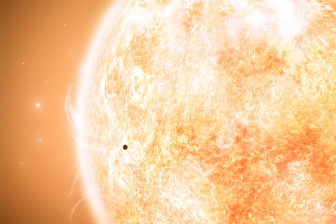 태양주위를 돌고있는 수성이다. K2-229 b의 공전주기는 수성(87일)보다 훨씬 짧은 14시간이며 표면온도는 2000도에 달하는 것으로 분석됐다. 높은 온도로 인해 멘틀을 이루는 규산성분이 증발돼 금속성 행성이 됐을 것이라는 설명이다.-GIB