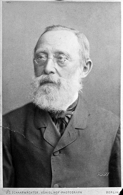 루돌프 피르호.그는 근대 병리학의 창시자이자 위대한 위생학자이며, 훌륭한 인류학자이자 자유주의자였다. 그는 평생 옳은 일을 위해 싸웠지만, 과도하게 강한 신념은 '진화'라는 진실을 외면하게 하였다. 그가 죽은 후에야 비로소 독일 학계는 진화론을 제대로 받아들이기 시작했다. -wikimedia(cc)