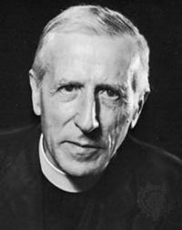 피에르 테야르 드 샤르댕. 프랑스의 예수회 사제이자, 인류학자. 그는 베이징 원인 발굴에 참여한 인류학자로, 진화론과 신학을 결합시키려고 노력했다. 그는 우주가 시작점인 알파포인트로부터 종점인 오메가포인트로 '진화'한다고 생각했다. - 사진 wikimeda(cc) 제공
