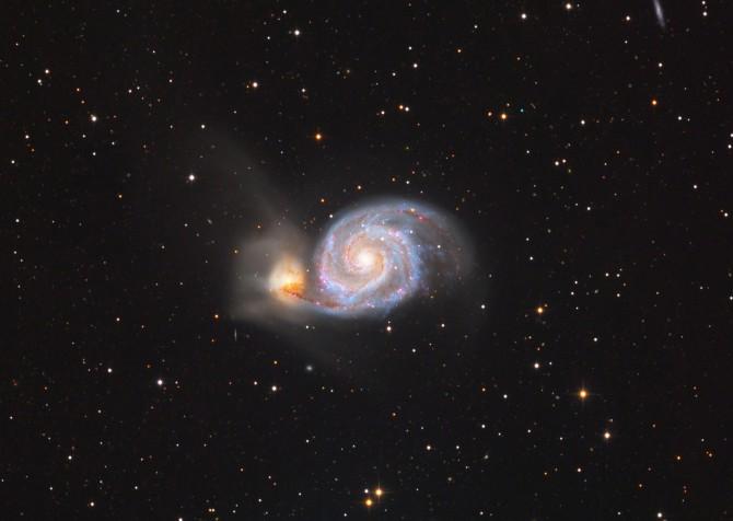심우주 분야 금상 '부자은하' 정병준作 - 북쪽하늘 사냥개자리에 있는 M51 부자은하. 이틀에 걸쳐 촬영한 데이터를 처리해 완성한 사진이다. 은하 나선팔과 그 주변에 위치한 붉은색 성운이 뚜렷하게 나타나있다.