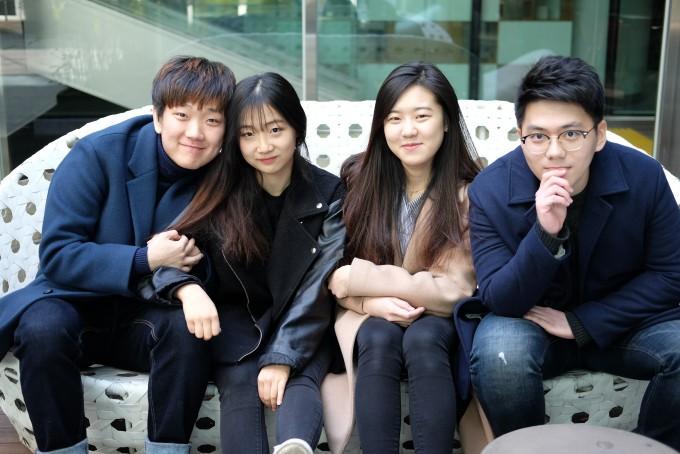 왼쪽부터 구현모, 송다예, 김보현, 이수종 씨. 이들은 모두 문과생으로, 동아사이언스와 매칭돼 과학이 뭔지 개념부터 정리해야 했다고 앓는(?) 소리를 했다.