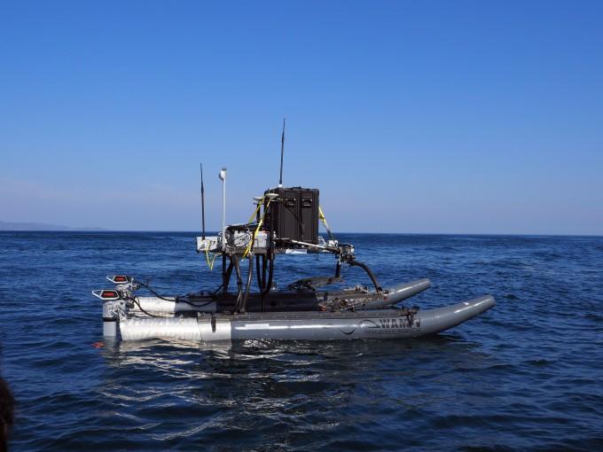 신동혁 한국해양과학기술원 해양방위연구센터장 연구팀은 쌍동선과 다중빔음향측심기를 이용해 수심이 얕은 곳의 해저 지형을 측정할 수 있는 장비를 개발했다. KIOST 제공.