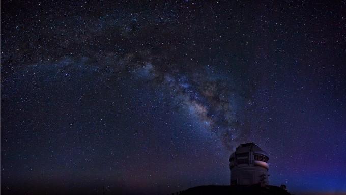 미국 하와이에 위치한 제미니천문대 북부 본부. 최근 국제 공동 연구진은 제미니천문대와 W. M. 켁 천문대, 허블 우주망원경 등에서 얻은 데이터를 종합해 암흑물질이 부족한 은하를 처음 발견했다. - 제미니천문대 제공
