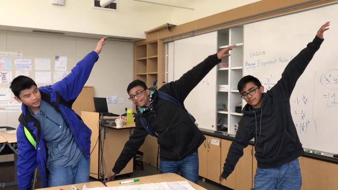 미국 헤이워드중학교 학생들은 함수를 배울 때 그래프를 춤으로 익힌다.(유튜브캡쳐)